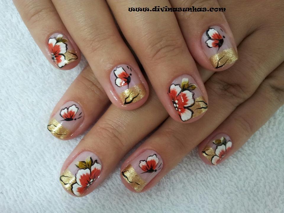 Muito lindas as suas decorações de unhas , com flores e borboletas