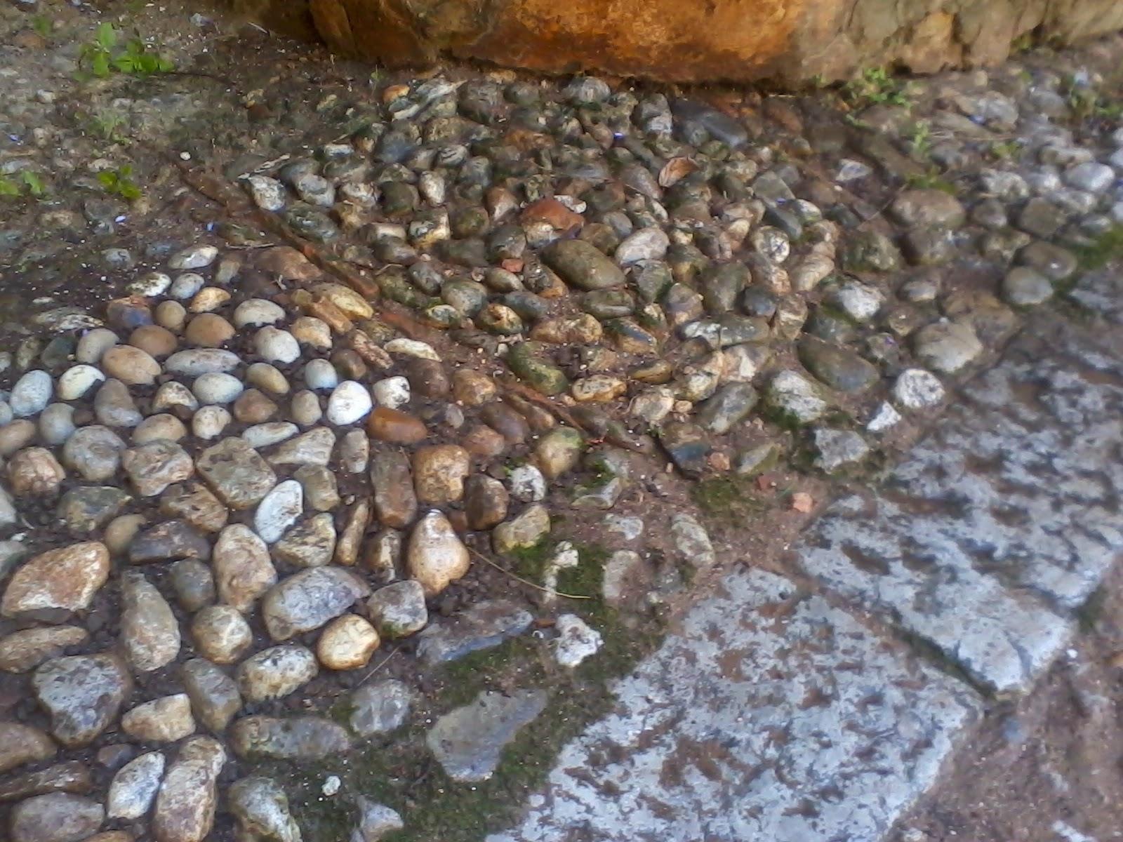 Piastrelle sottili da incollare stesura colla per mosaico gres