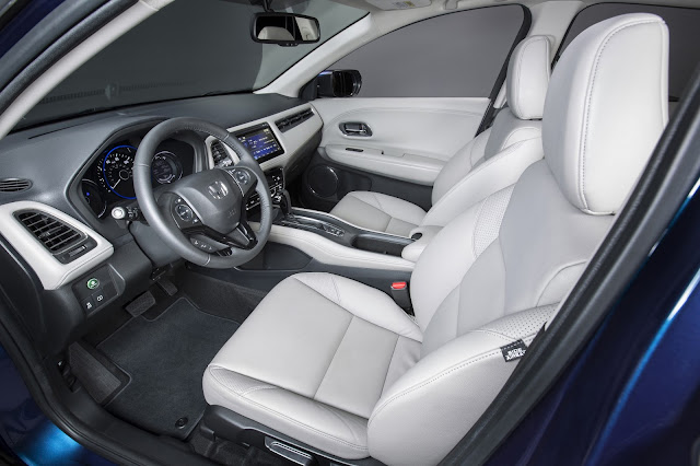 Interior view of 2016 Honda HR-V