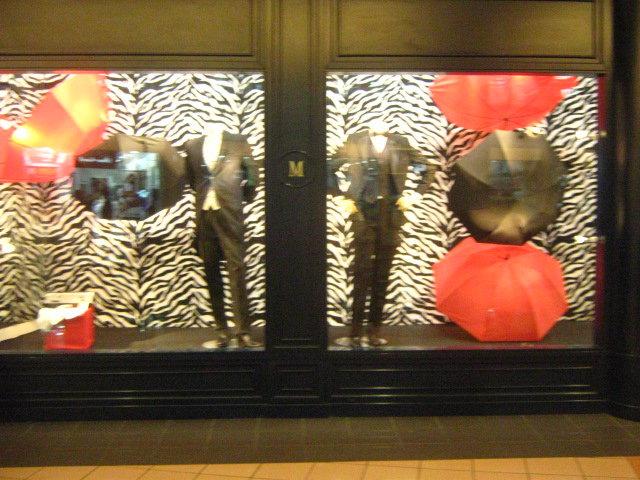 Decoracion de vitrinas en tiendas y centro comerciales decoradores hn - Decoracion de vitrinas ...