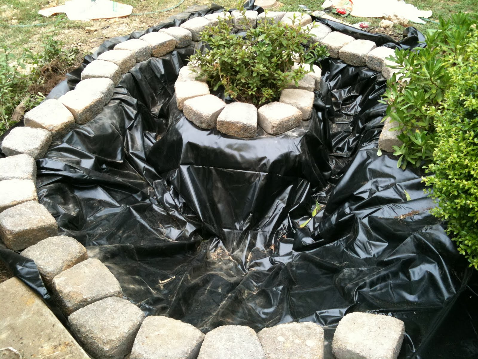 My diy addiction how to make a garden pond for Homemade pond ideas