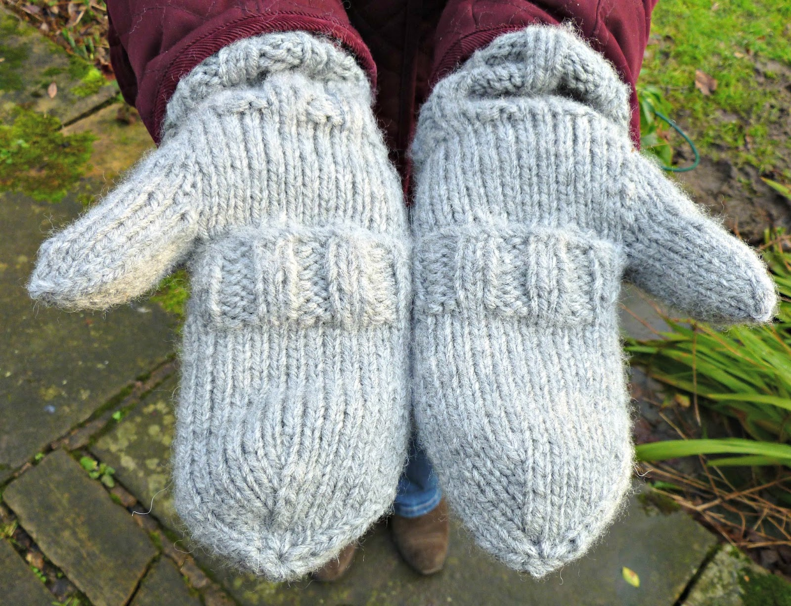 Knitting Pattern For Mittens With Flaps : Winwick Mum: Split Mittens - free pattern and tutorial