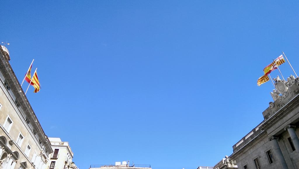 Plaça de Sant Jaume, Barcelona (y eso que detesto las banderas)