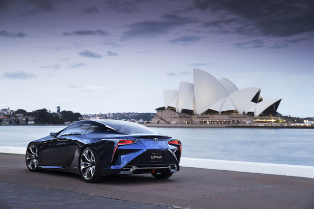 Lexus LF-LC Blue Concept dalle linee innovative