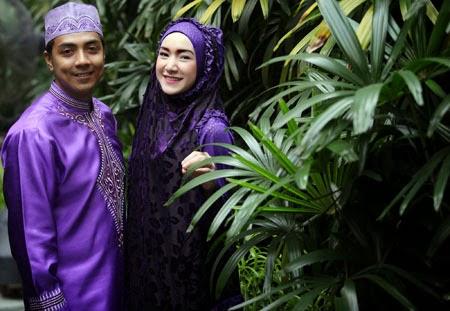 Ustadz Riza Muhammad Bersama Istrinya Indri Giana