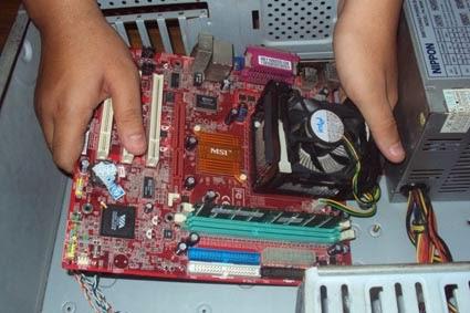 Memasang Motherboard pada casing