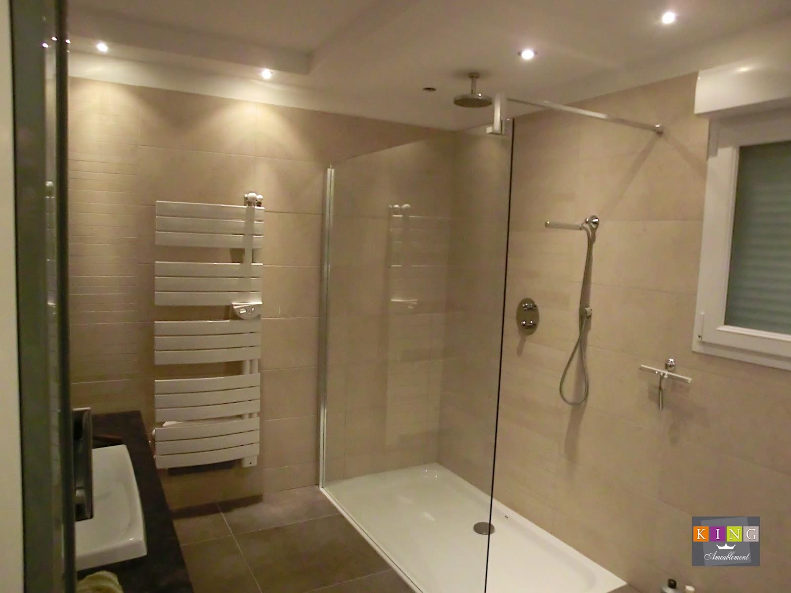 Modele salle de bain moderne mariage de la salle bains for Exemple de salle de bain moderne