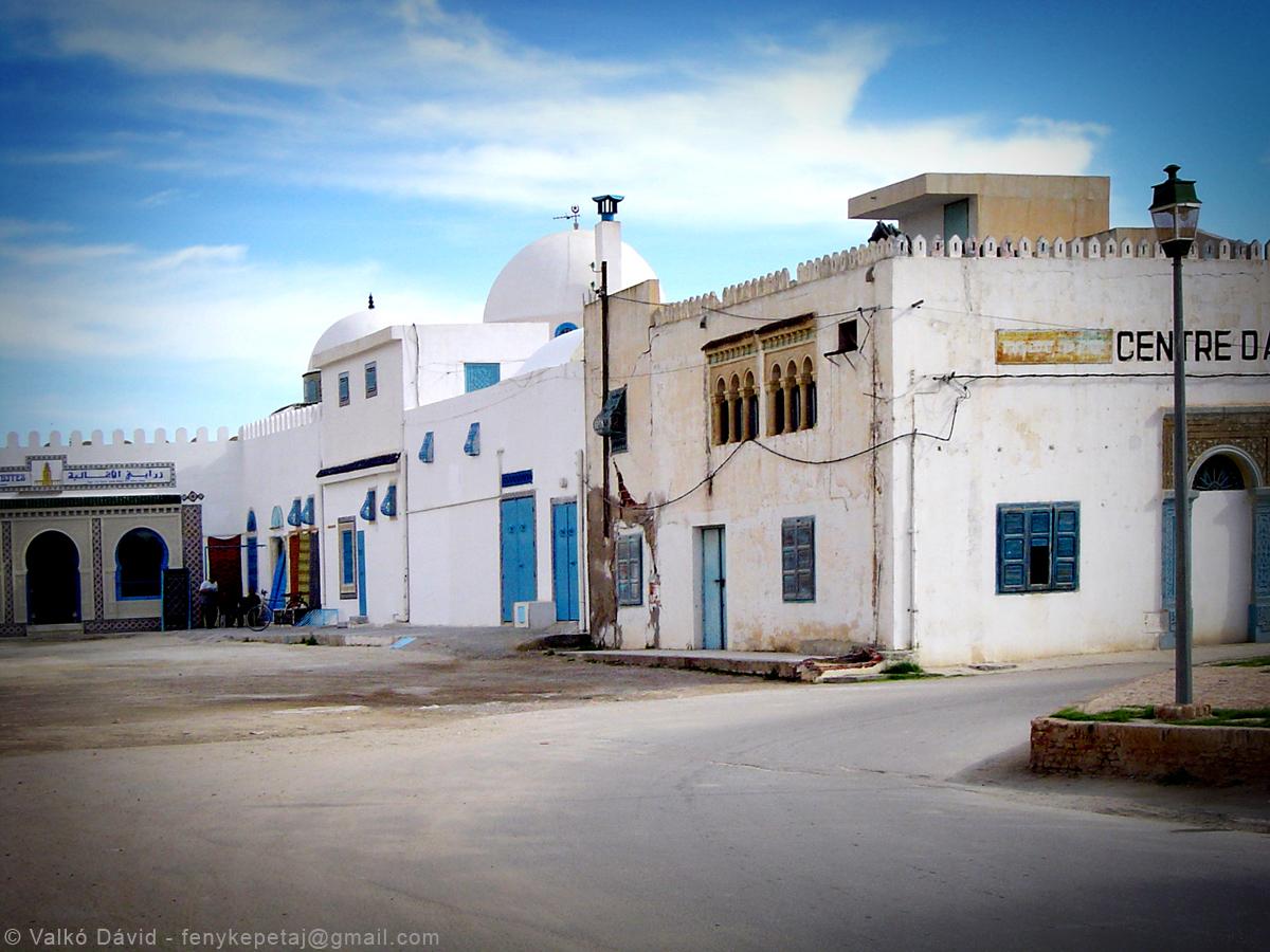 Csendes utca Kairouanban, Tunézia, Afrika