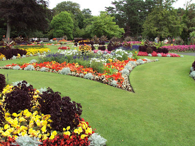 Desain Taman Luas Untuk Taman Bunga