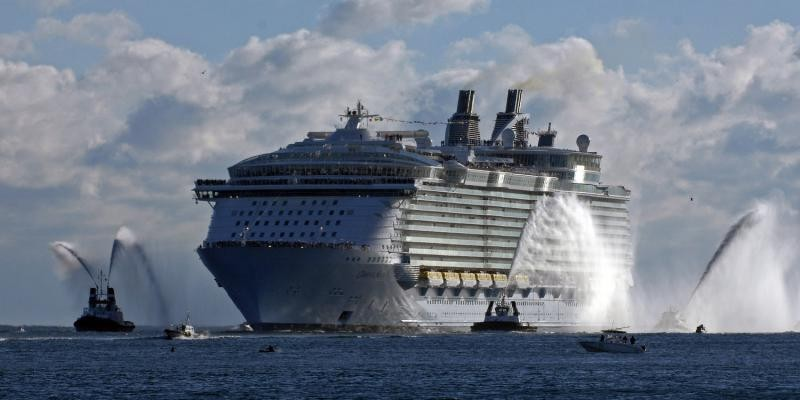 Laugh Gags The Largest Cruise Ship In The World - First cruise ship in the world