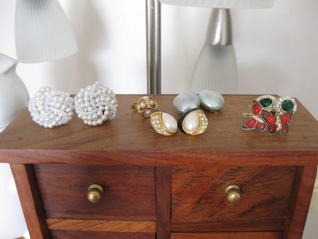 helmikorvikset perhoskorvakorut