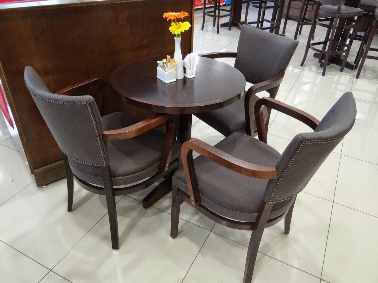 dellabruna mesas e cadeiras