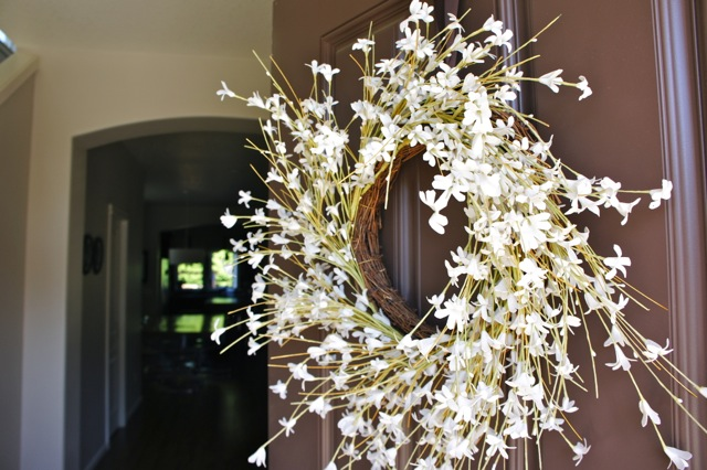 HOW TO HANG A DOOR WREATH {without Nails}