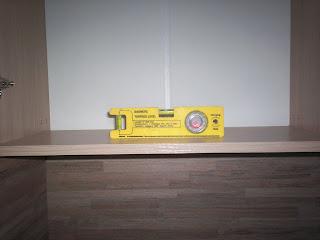 выравнивание шкафов по уровню