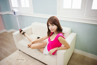 Han Min Young Sexy in Pink