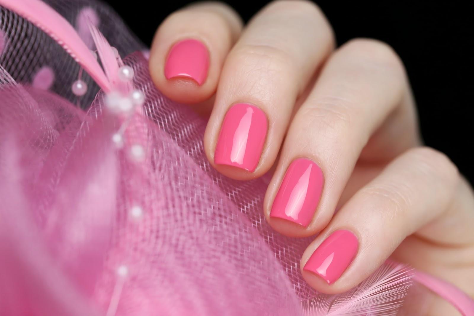 Однотонный лак на ногтях