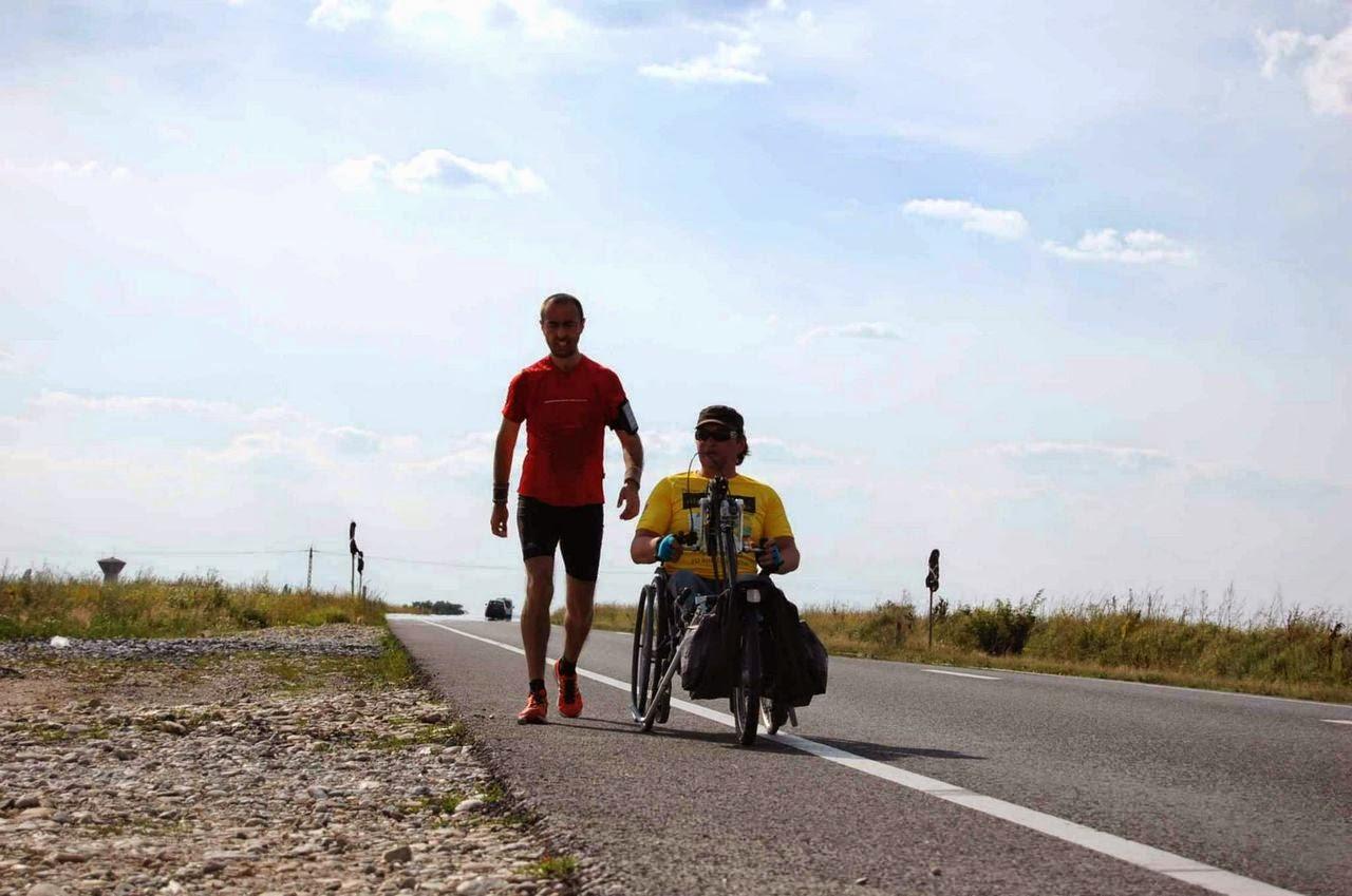 Cum am alergat 61 km alături de Vasile Stoica pe traseul Timişoara - Lugoj. Când visele devin realitate. Florin Chindea şi Vasile Stoica