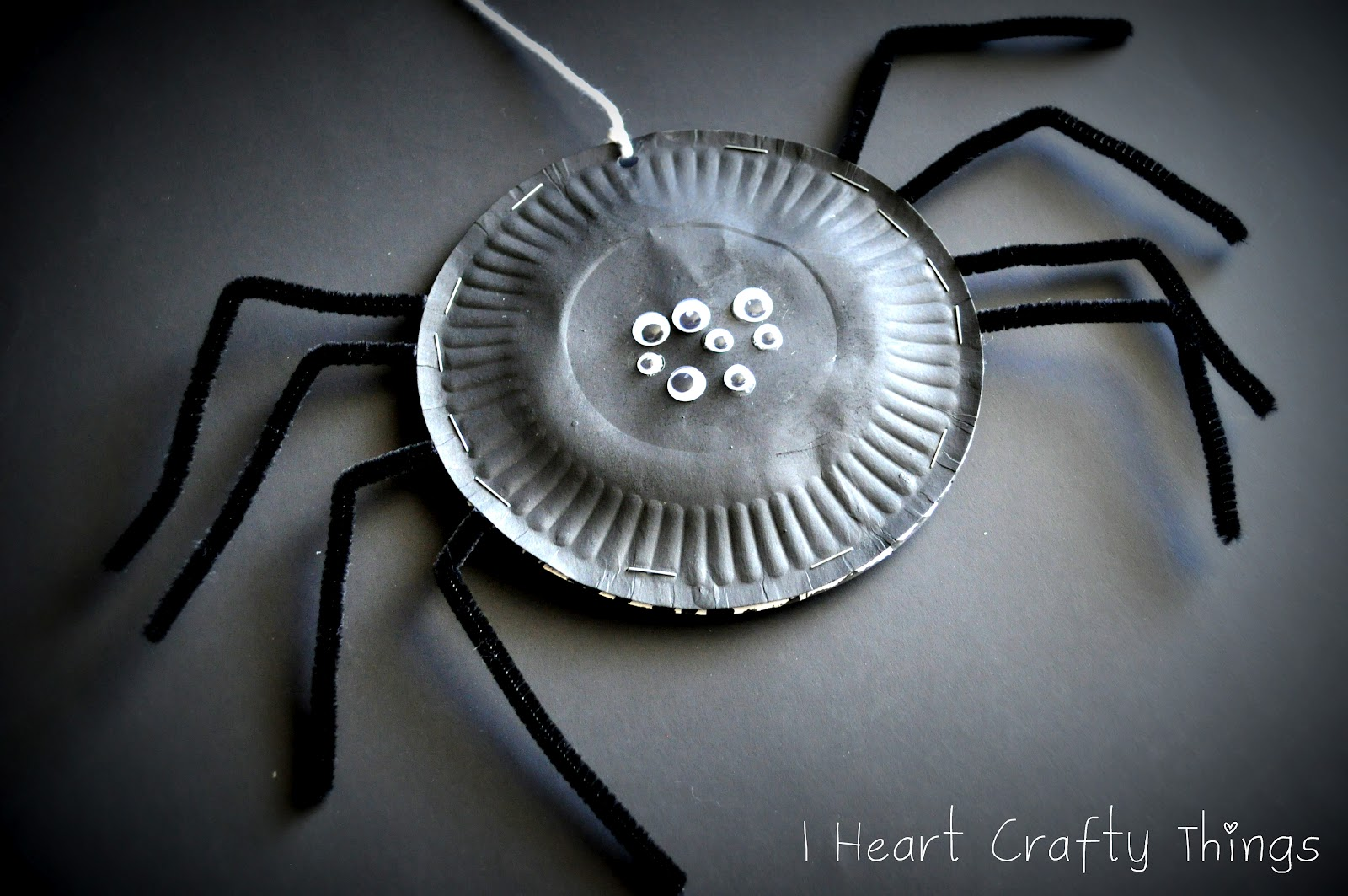 & Paper Plate Spiders | I Heart Crafty Things