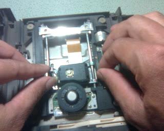 Langkah - Langkah Memperbaiki Optik PS2 (11)