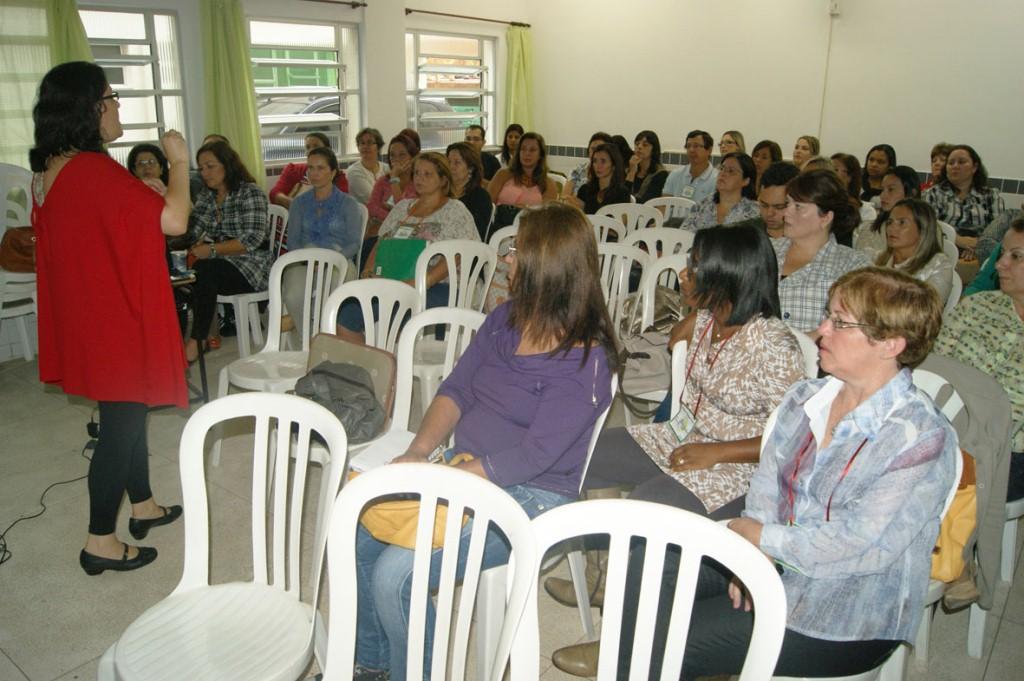 A professora Erika Neves fala sobre a adolescência