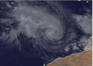 Zyklon LUA ist jetzt ein Hurrikan, Lua, Australien, Australische Zyklonsaison, Satellitenbild Satellitenbilder, aktuell, März, 2012, Vorhersage Forecast Prognose, Sturmwarnung, Verlauf, Zugbahn,