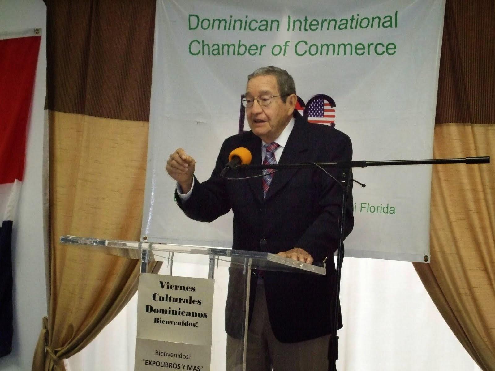 JOSE TIBERIO CASTELLANOS HABLA EN EXPLIBROS Y MAS EN MIAMI, 15 DE NOVIEMBRE, 2014