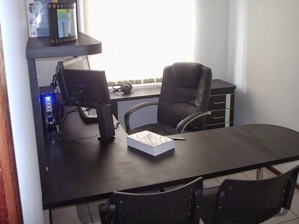 ruang kerja sederhana di rumah