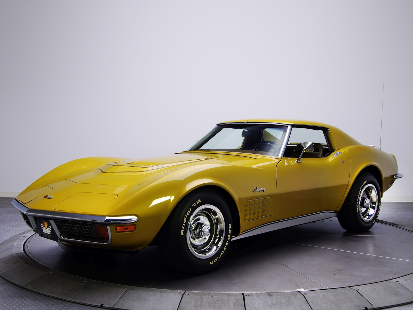 1971 Toyota Land Cruiser Retro Cars: Corvette Stingray 350 LT1 (C3) '1970–72