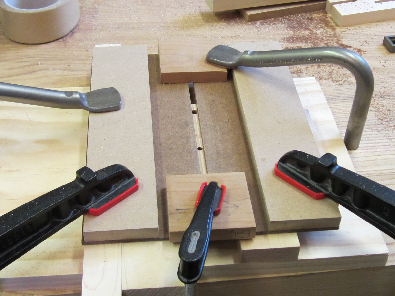 Jig for cutting slots in wood