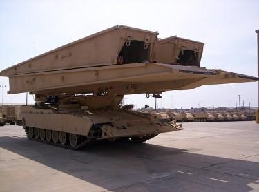 10 Kendaraan Militer Paling di Dunia: Wolverine M104 Heavy Assault Bridge