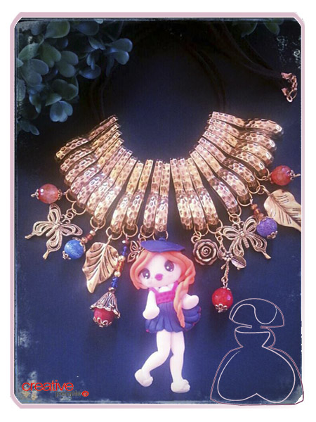 Collar babero otoño 2013 realizado a mano por Sylvia López Morant con muñequita