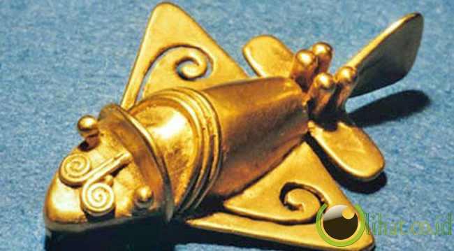 Aeroplanes,terbuat dari emas yang sangat mirip pesawat jet modern