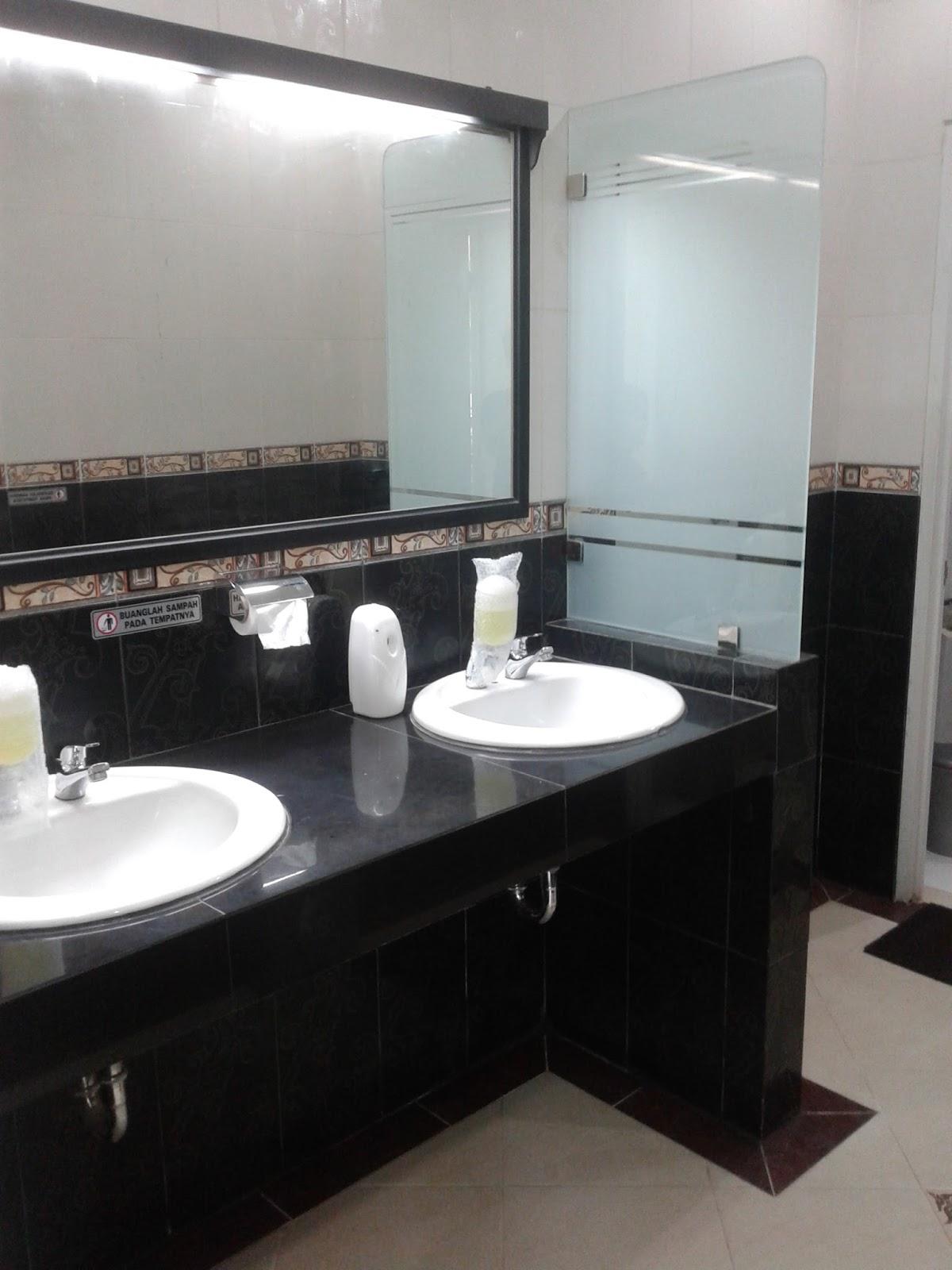 Uniek wastafel toilet badkamermeubels ontwerpen 2017 for Badkamermeubel ontwerpen