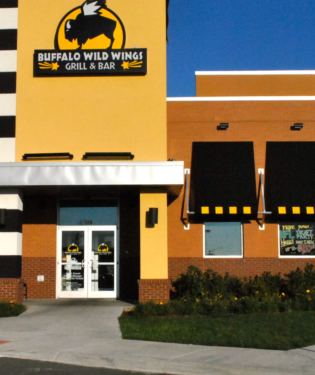 how to buy a buffalo wild wings franchise