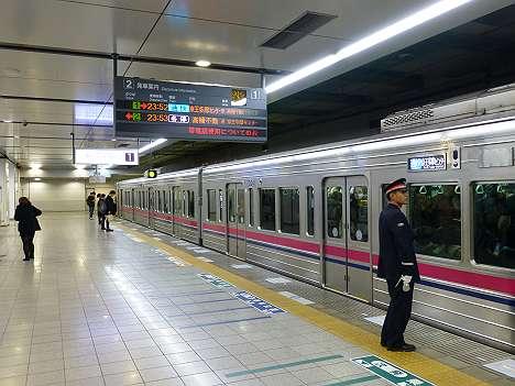 通勤快速 京王多摩センター行き 7000系LED車