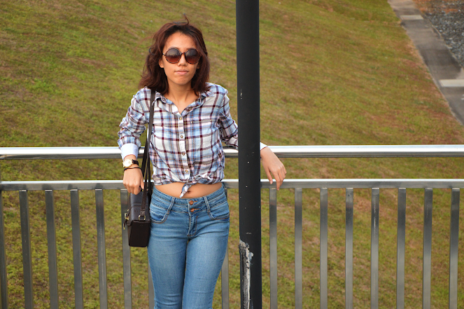 knotted plaid shirt, high waisted jeans, tassel loafers, box bag, round sunglasses