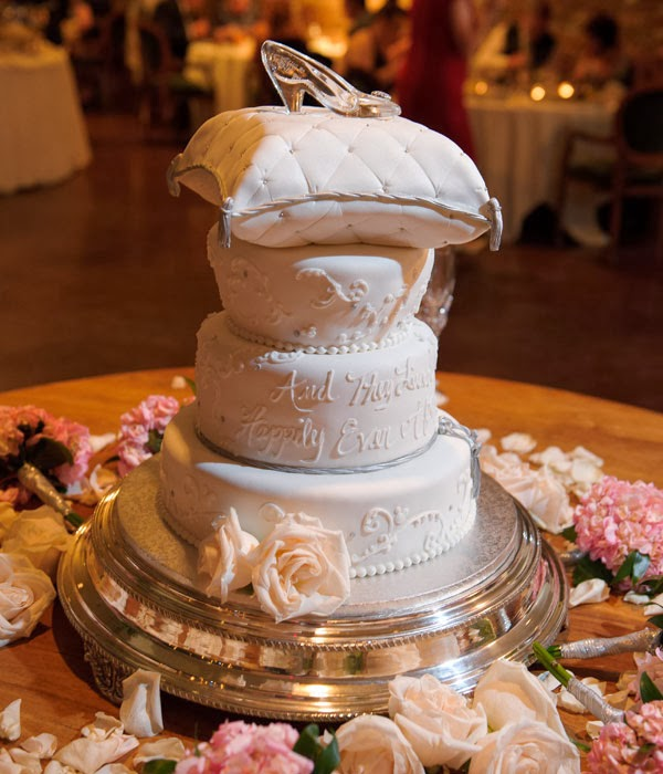 Disney Wedding Inspiration: Cinderellau0027s Glass Slipper As A Cake Topper