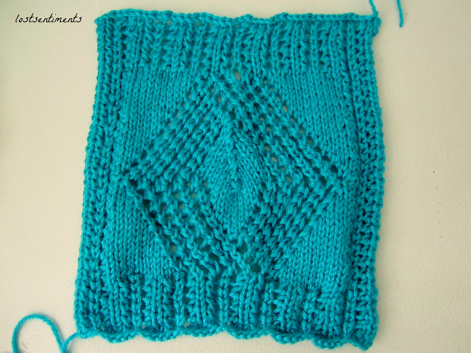 lostsentiments: Openwork Diamond Scarf - Free Knitting Pattern