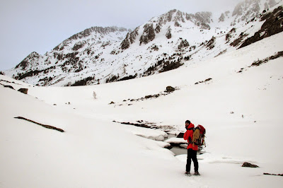 Ribera de Campcardós en los pies del pico Peiraforca en invierno.