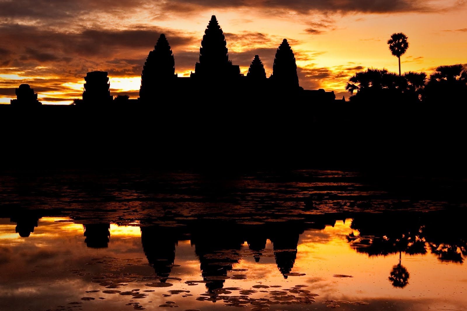 http://4.bp.blogspot.com/-1tkKx5GBz4k/Tn84p2SbezI/AAAAAAAAAdY/f3ml_1tSKK8/s1600/angkor-wat-background-11-723122.jpg
