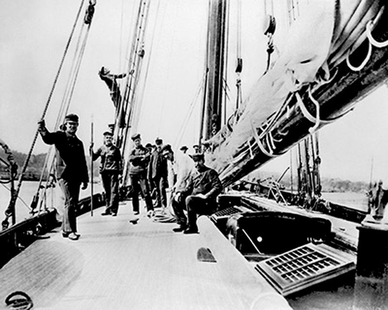 Puritan, sloop de 1885 Puritan-deck