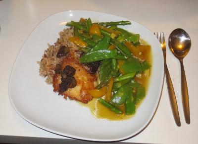 Fisch mit Steinpilzen, gewoktem Mischgemüse und Kokos-Curry-Reis