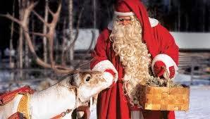 santa claus dando de comer a reno