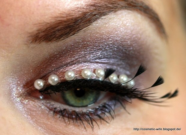 http://cosmetic-wife.blogspot.de/2013/11/amu-feathers-and-pearls.html