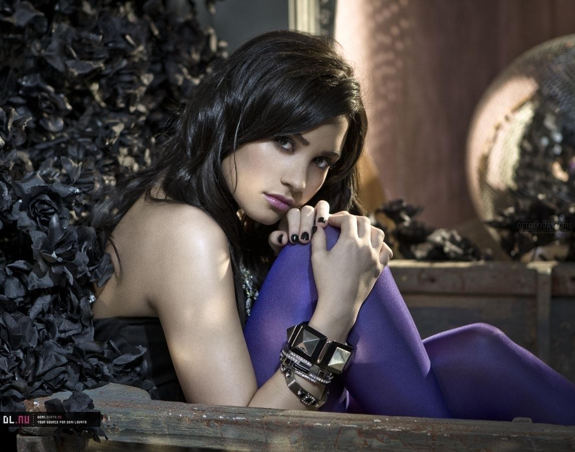 http://4.bp.blogspot.com/-1uWSO3amtCY/T6gB1u3v1MI/AAAAAAAAALQ/_Pp3God1QZQ/s1600/Demi-Lovato-Wallpapers-2.jpg