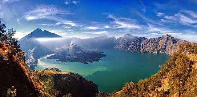 Gunung Rinjani Meletus