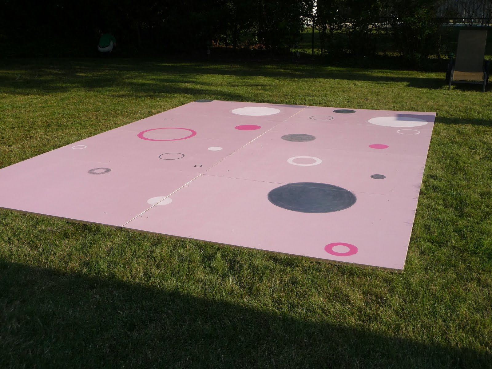 Diy dance floor for a teen party design dazzle for Homemade flooring ideas