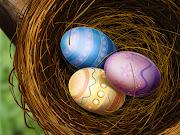 Quiero hacerles llegar mis deseos a todas Ustedes en estas Pascuas. huevos de pascua en el nido wallpapers