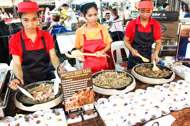 The staff of Angus Tapa Centrale happily serving the organic tapa