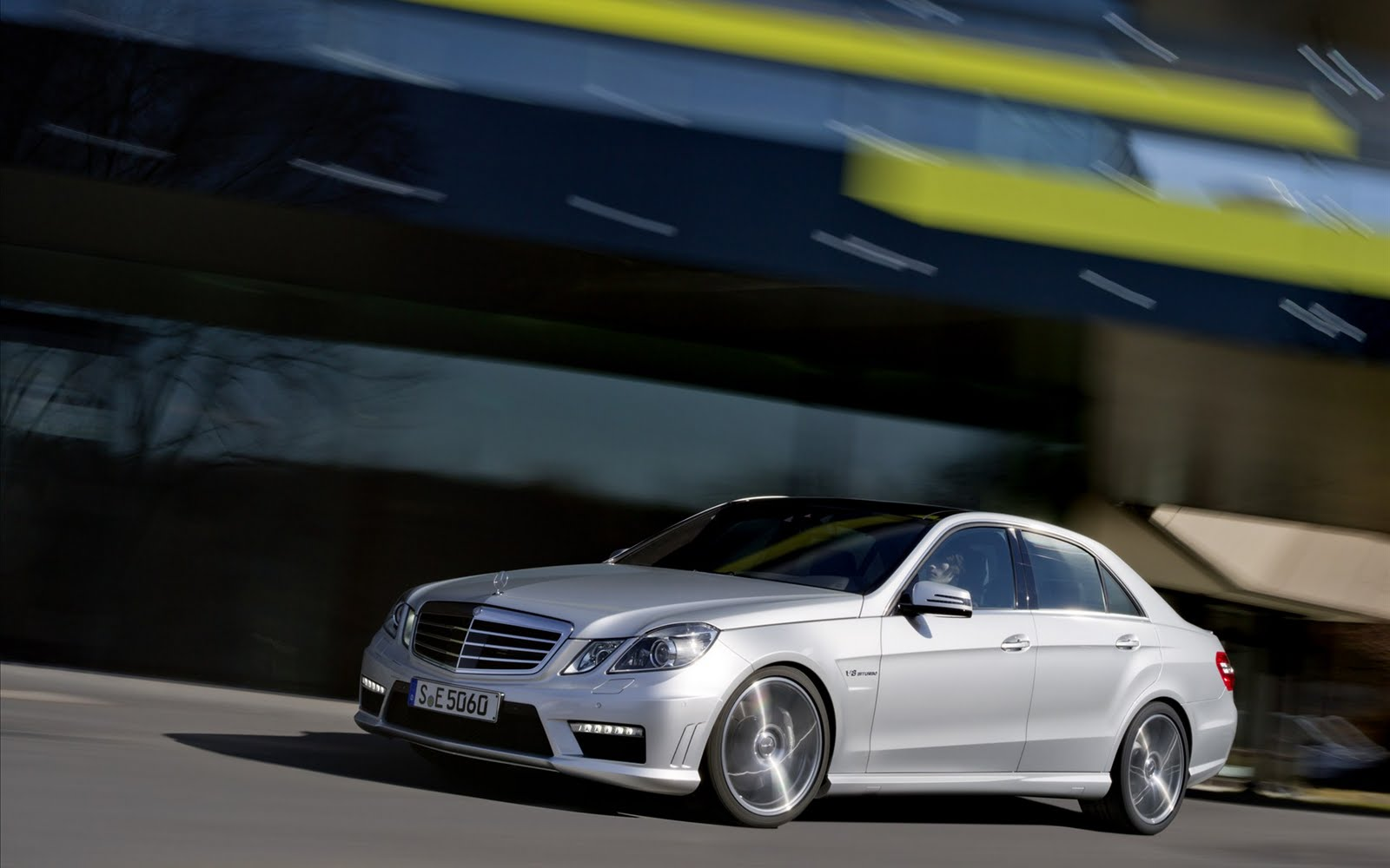 Wallpaper Gallery: Mercedes E63 AMG to get 5.5 liter V8 engine